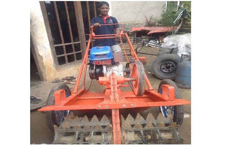 Disperin Kalsel Fasilitasi Pembuatan Traktor Kura-Kura untuk Bangkitkan IKM Logam