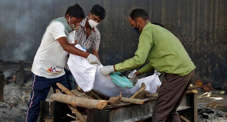 India Babak Belur Dihantam Tsunami Covid, tapi Ini Belum Puncaknya
