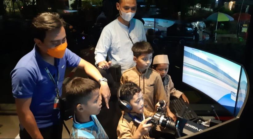 Anak Yatim Diberi Kesempatan Jajal Simulator Digital Motorsport