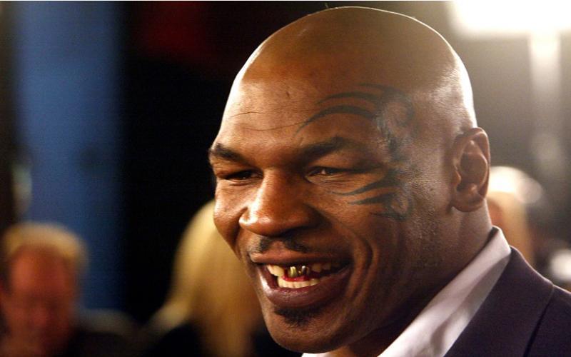 Kocak, Ini Alasan Mike Tyson Tak Pernah Pakai Kaus Kaki saat Bertinju
