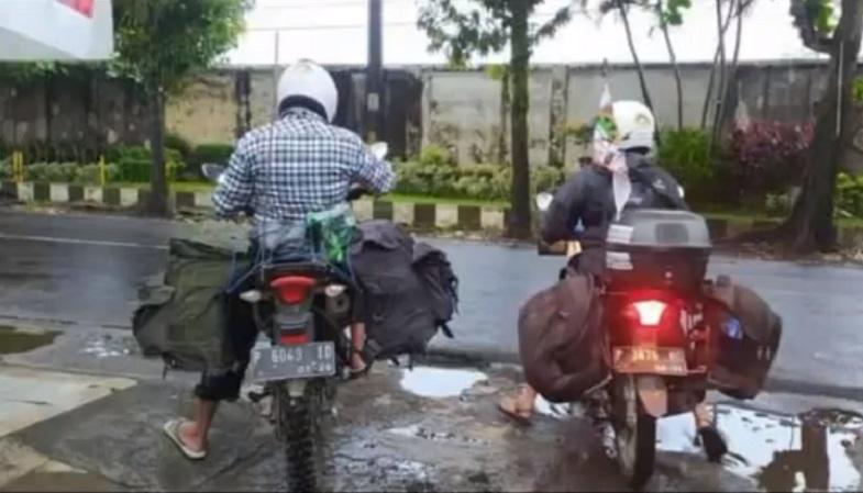 Rindu Kakbah, Suami Istri di Jember Nekat Kendarai Motor Menuju Mekkah