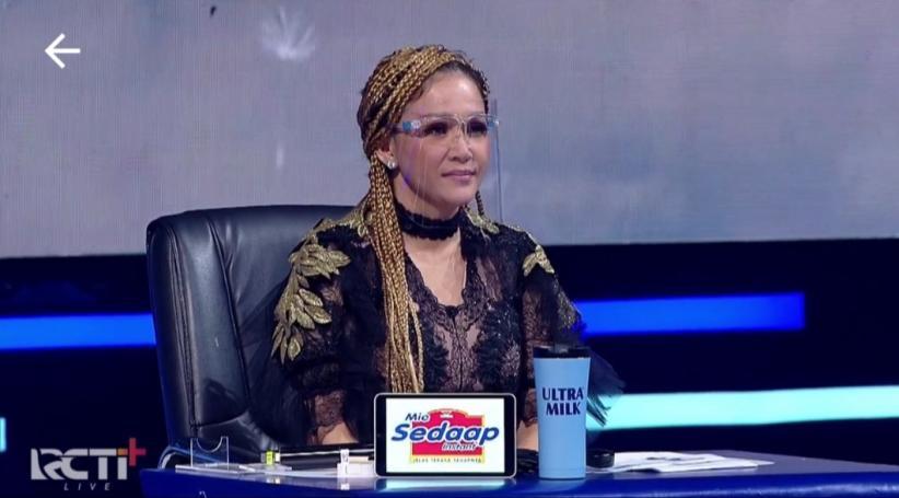 Maia Estianty Tampil Nyentrik dengan Gaya Rambut Cornrow di Grand Final Idol 2021