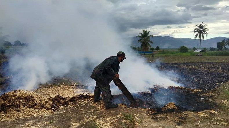 Padamkan Api, Personel TNI di Aceh Tenggara Harus Tempuh 3 Km Menuju Lahan yang Dibakar Warga