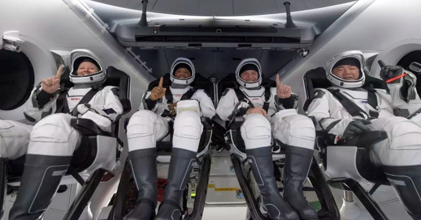 SpaceX Bawa Pulang 4 Astronot Crew-1 ke Bumi