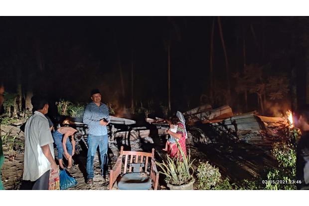 Rumah Janda Ludes Terbakar, Hanya Baju di Badan yang Terselamatkan