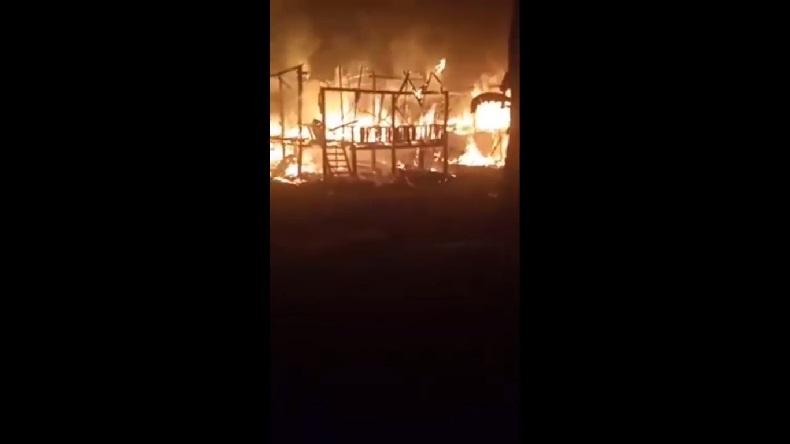 Warga Sholat Tarawih Dikagetkan Kebakaran Rumah, Tak Ada Armada Damkar Datang