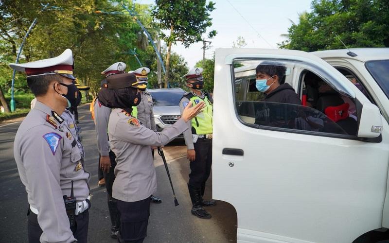 Sekat Pemudik di Perbatasan Jabar-Jateng, Polres Banjar Putar Balik 4 Kendaraan