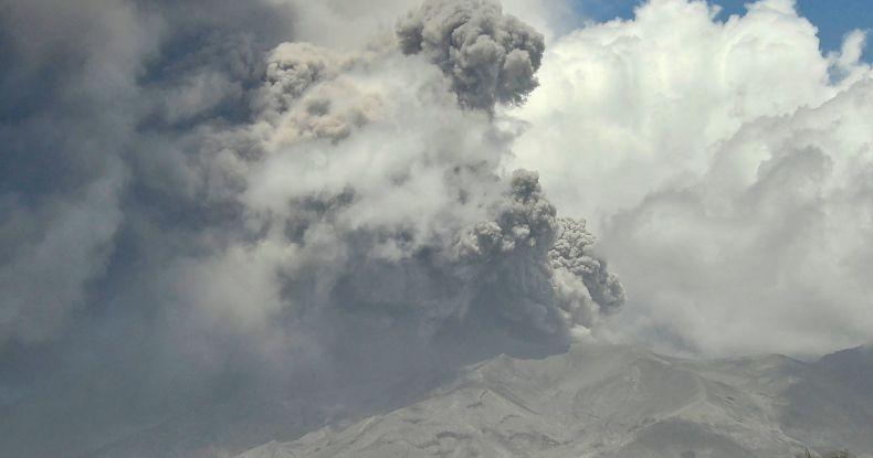 Dahsyatnya Letusan Gunung di Karibia, Kirim Gas Sulfur Dioksida sampai India