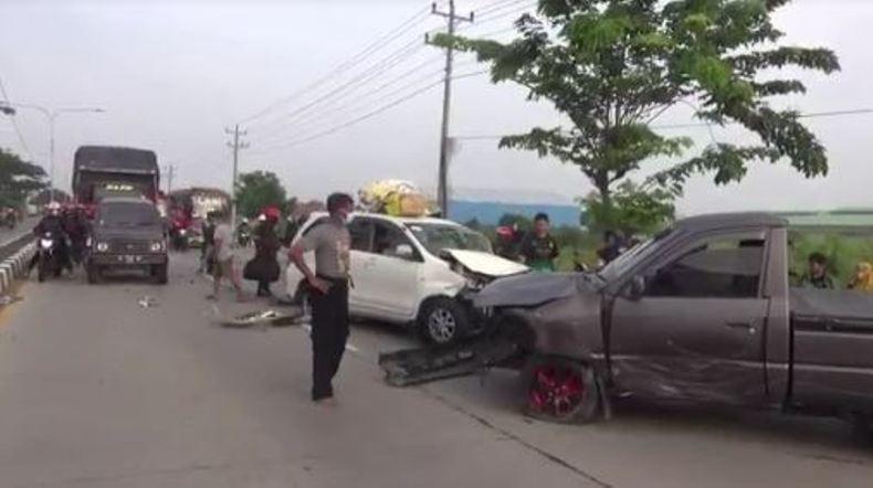 Duarrr, Mobil Pemudik Kecelakaan di Jalur Pantura Brebes