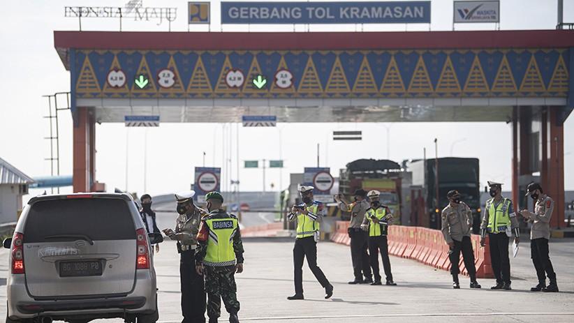 Pintu Masuk dan Keluar Tol Keramasan Sumsel Dijaga Ketat Polisi