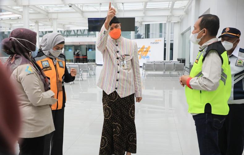 Penumpang Positif Covid-19 Lolos Terbang dari Semarang ke Pangkalan Bun, Ganjar Berang