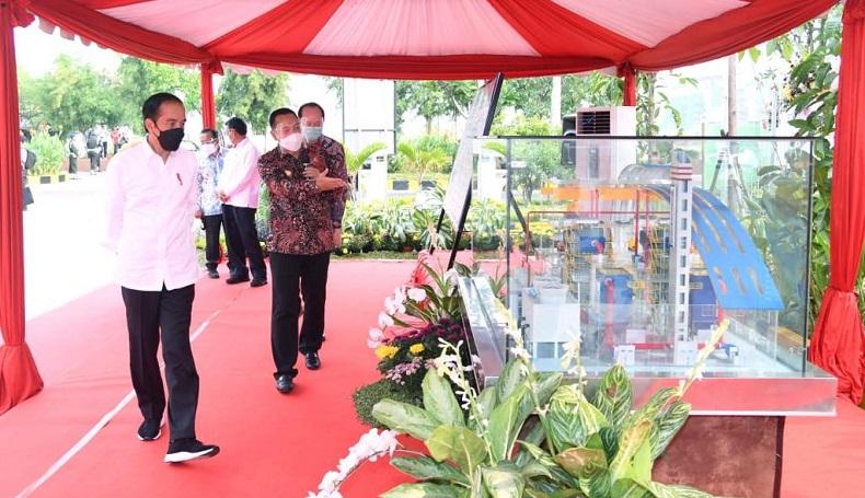 Acungkan 2 Jempol, Jokowi Apresiasi Pengolahan Sampah Jadi Listrik di Surabaya
