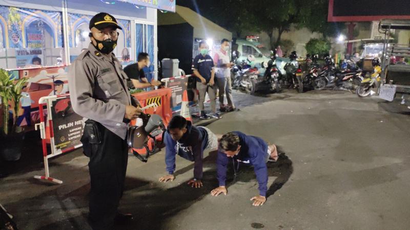 Tak Pakai Helm dan Masker, Sejumlah Remaja di Blora Ini Dihukum Fisik