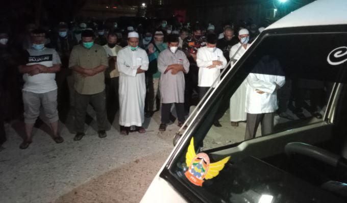 Tengku Zulkarnain Dimakamkan di Pekanbaru, Jenazah Disalatkan di Dalam Ambulans