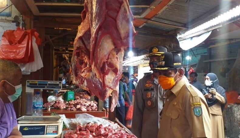 Sidak Pasar, Bupati Belitung Temukan Pedagang Jual Harga Daging Rp170.000 per Kilogram