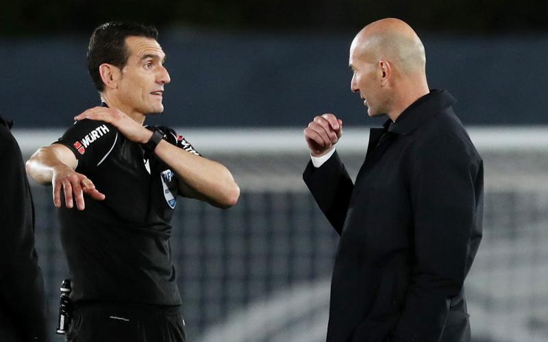 Real Madrid Diimbangi Sevilla, Si Kalem Zinedine Zidane Marahi Wasit
