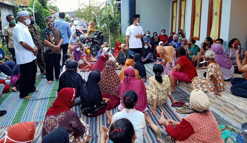 Bahagianya Para Janda Tua Dapat Bantuan Sembako Jelang Lebaran