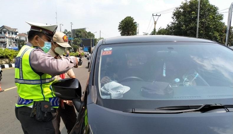 Selain Plat F, Polisi Putar Balik Kendaraan Menuju Jalur Puncak