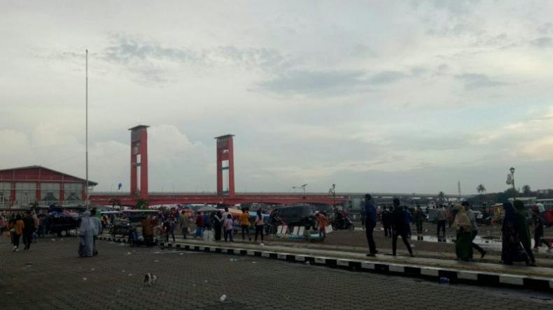 Pengunjung dan PKL Diusir dari Benteng Kuto Besak Palembang