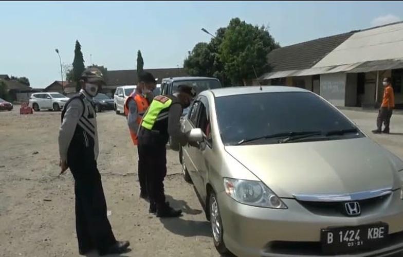 Hendak Balik ke Jabodetabek, Ratusan Kendaraan Pemudik Diputar Balik di Jalur Pantura