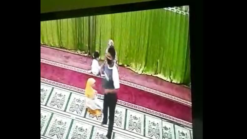 Pria di Pangkalpinang Terekam CCTV Lecehkan Bocah saat Salat di Masjid