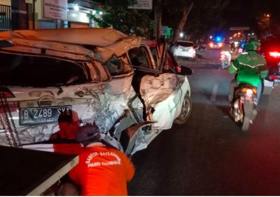 Kecelakaan Beruntun 3 Kendaraan Di Tulungagung 2 Mobil Rusak Parah Bagian 1