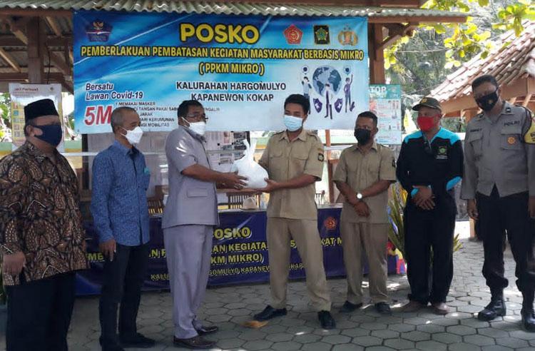 PAN Kulonprogo Salurkan Bantuan Sembako bagi Warga yang Isolasi Mandiri di Klaster Sangon