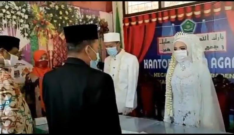 Peringati Harkitnas, Pengantin di Banyumas Tunda Ijab Kobul untuk Nyanyikan Indonesia Raya