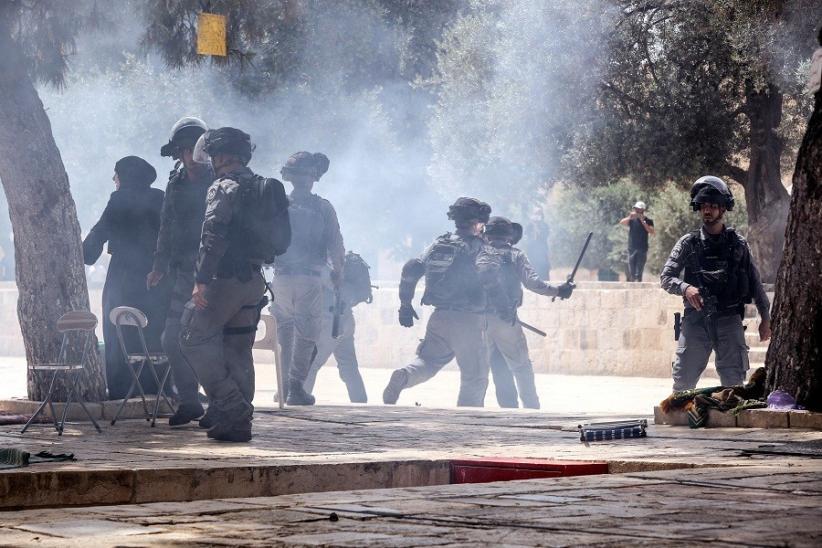 Duh! Polisi Israel Serang Warga Palestina saat Sholat Jumat di Masjid Al-Aqsa