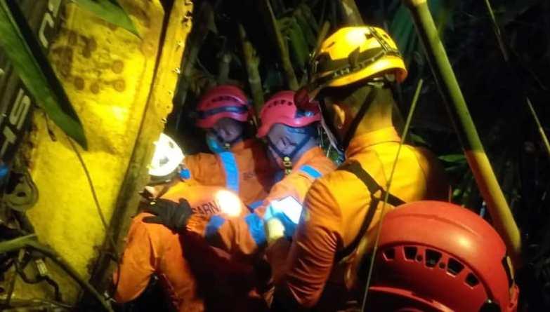 Truk Pos Terjung ke Jurang, Begini Proses Evakuasi Sopir yang Terjepit