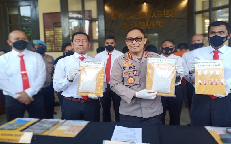 Kurir Narkoba Jaringan Lapas Ditangkap di Bandung, 1 Kg Sabu Disita