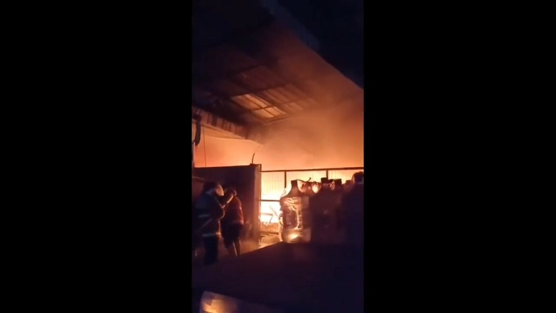 Gudang Pabrik Kasur di Cirebon Terbakar, Tak Ada Korban Jiwa