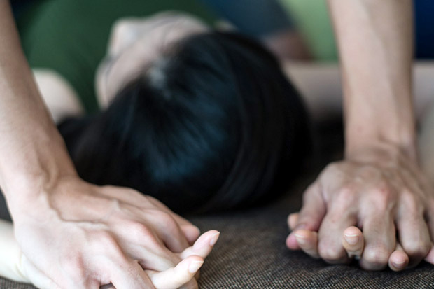 Pria Kekar Perkosa Gadis di Tepi Pantai, Ribuan Pengunjung Cuek