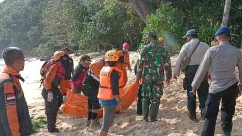 2 Wisatawan Jatuh dari Tebing 15 Meter diPantai Kondang Merak Malang, 1 Tewas