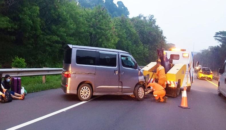 Luxio Tabrak Belakang Truk di Tol Cipularang Purwakarta, 6 Warga Kebumen Terluka
