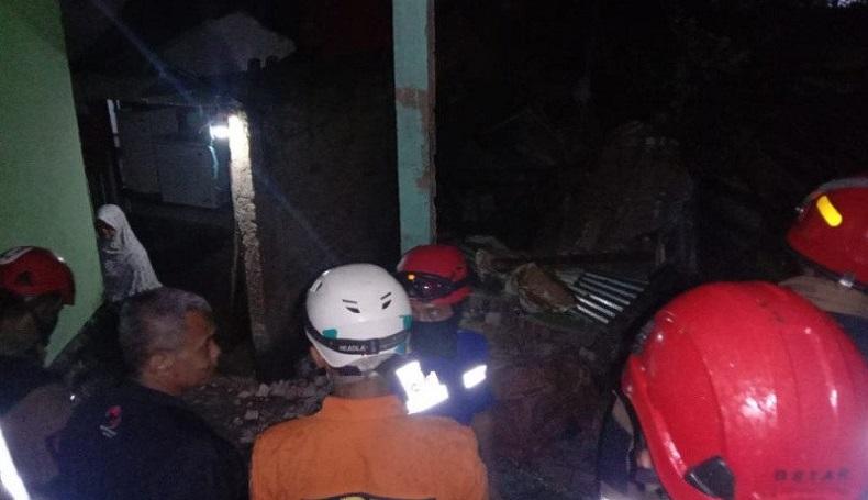 Pohon Beringin Tumbang Timpa Rumah, 20 Warga di Garut Diungsikan ke Tempat Aman