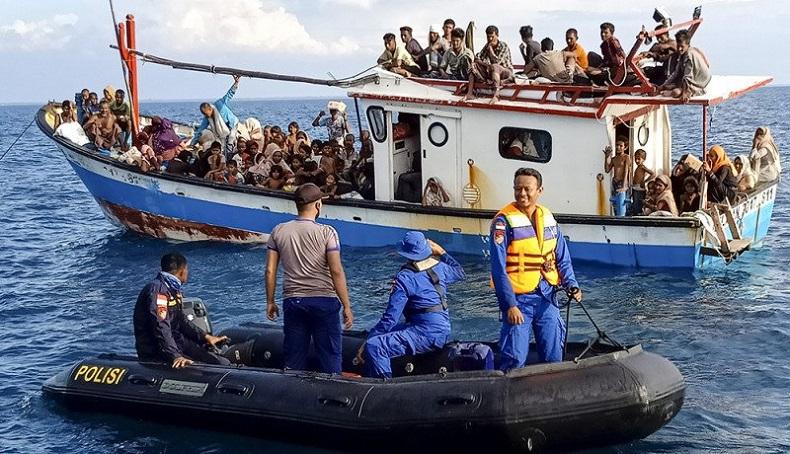Kapal Pengangkut 81 Warga Rohingya Terdampar di Pulau Idaman