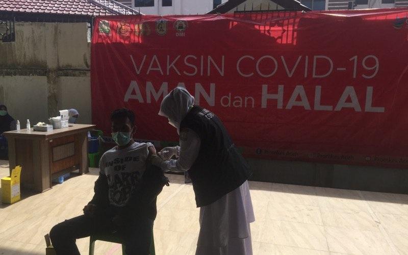 Pemprov Aceh Gelar Vaksinasi Massal Covid-19 untuk 823 ASN