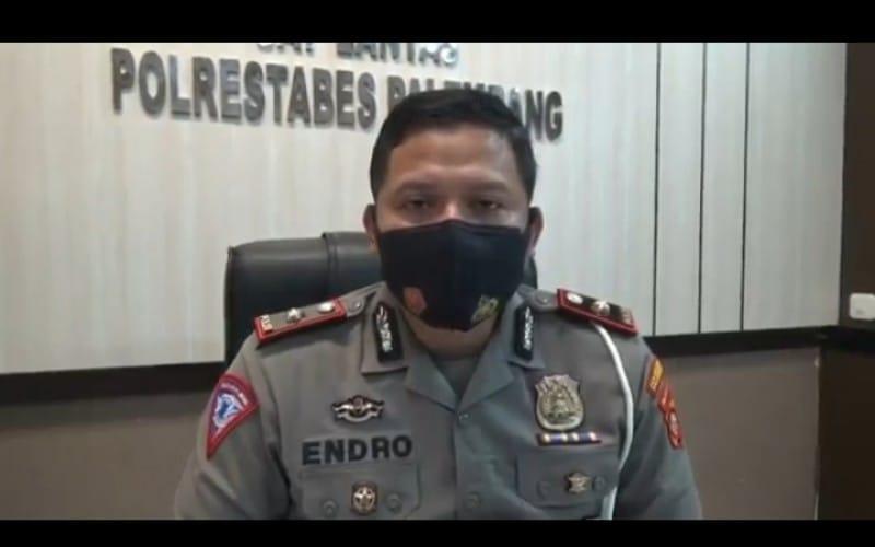 Polisi Cari Pria yang Viral Angkat Ban Berujung Kecelakaan di Palembang