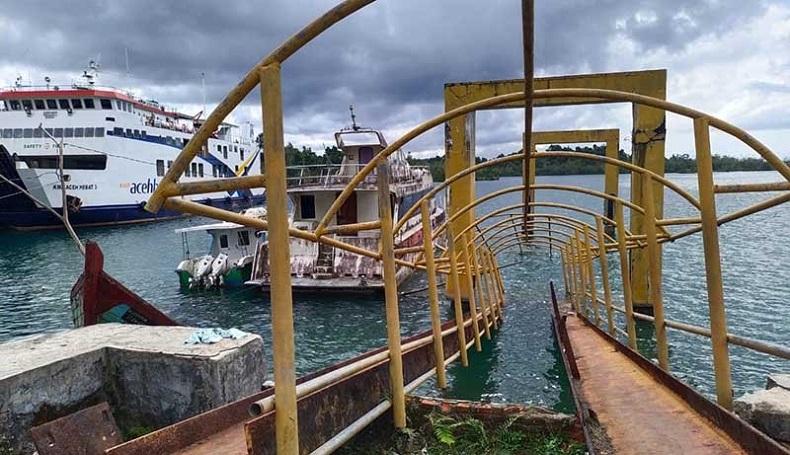 Tidak Terawat, Dermaga Kapal Cepat di Pulau Simeulue Ambruk