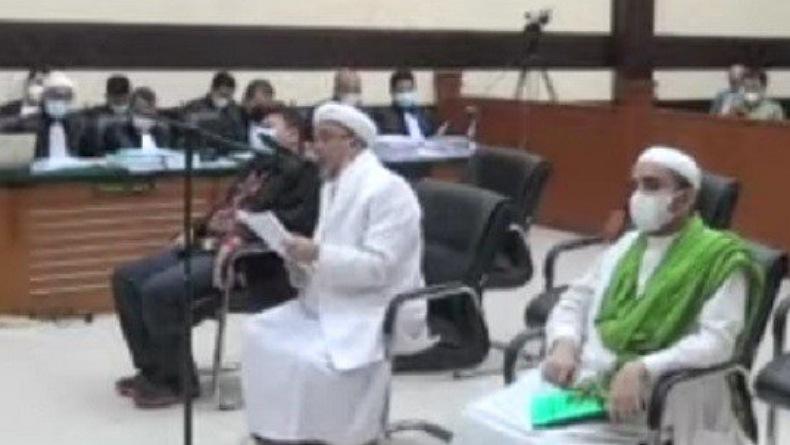 Habib Rizieq Bacakan Pleidoi di Persidangan, Sebut 4 Nama Salah Satunya Ahok