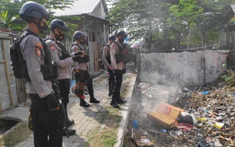 Digerebek Polisi, Pelaku Judi di Bima Kocar-kacir Tinggalkan Ayam Aduan