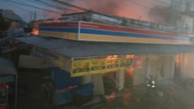 Minimarket di Bumi Permata Sudiang Makassar Terbakar, Diduga Korsleting Listrik