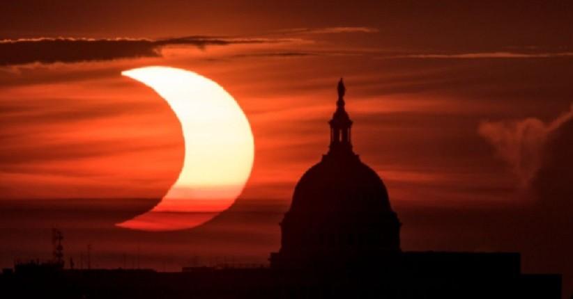 Potret Indah Gerhana Matahari pada 10 Juni