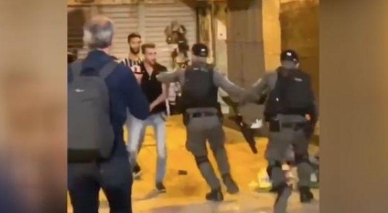 Warga Palestina Sholat di Kota Tua Yerusalem Dipukuli Polisi Israel