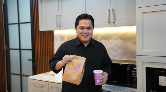 Erick Thohir Ikut Berburu BTS Meal untuk Anak Bungsu