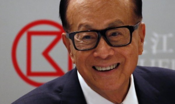 Miliarder Hong Kong Bagi-bagi Voucher-Apartemen ke Warga yang Divaksin Covid-19