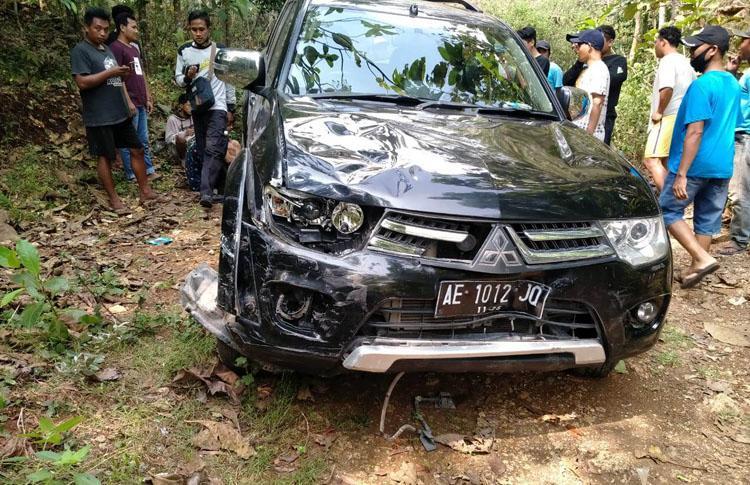 Pecah Ban, Pajero Seruduk 3 Motor Matik 1 Korban Meninggal