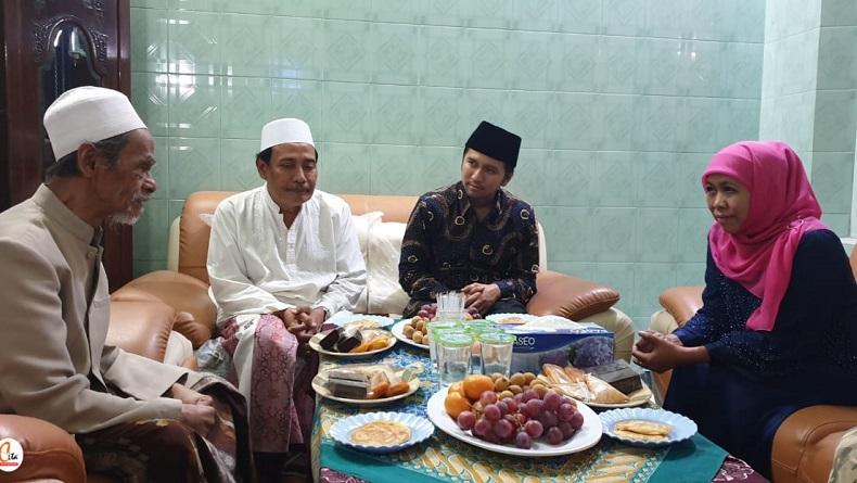 Doa Khofifah untuk Almarhum KH Nawawi Abdul Jalil Pengasuh Ponpes Sidogiri Pasuruan