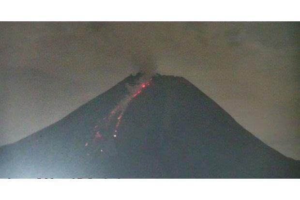 Gunung Merapi Pagi hingga Malam Ini Empat Kali Muntahkan Awan Panas